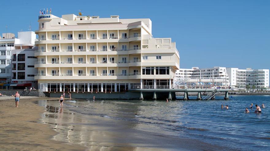 Fachada del hotel Médano, en el municipio de Granadilla.