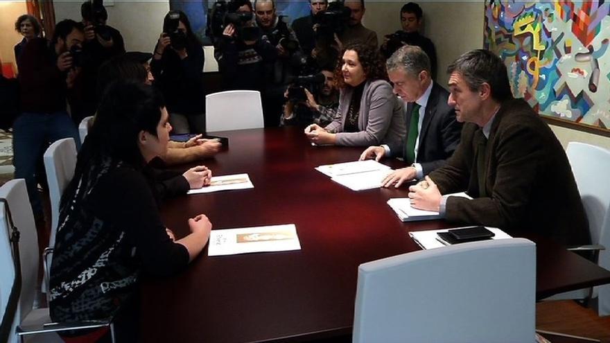 Gobierno vasco y Etxerat coinciden en la necesidad de acabar con la dispersión de presos de ETA