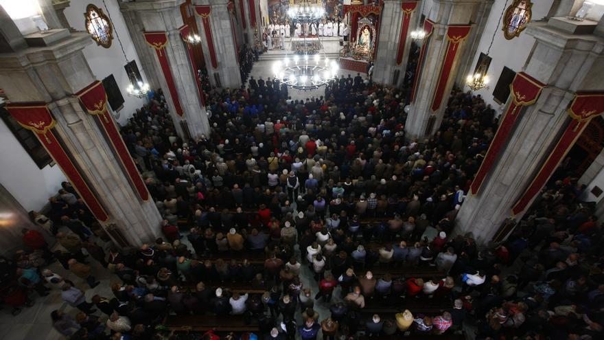 La basílica de Candelaria se abarrotó de fieles en el día grande de la patrona de Canarias.