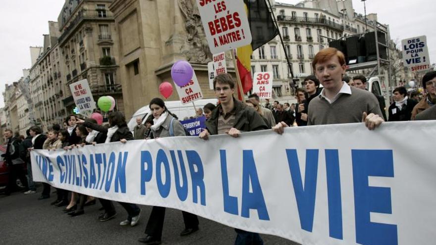 Los diputados franceses votan el derecho al aborto no sometido a supuestos