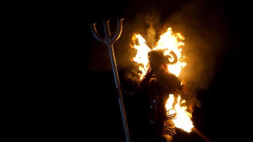 Guatemala quema al diablo para limpiar sus purezas