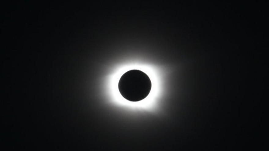 C mo y d nde ver el eclipse de sol si est nublado llueve for Donde esta el sol