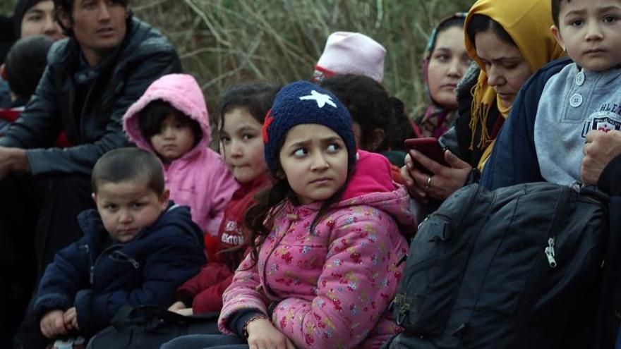 Niños refugiados en la frontera entre Turquía y Grecia.