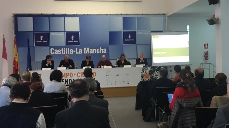 Debate sobre energías renovables, fijación de empleo y desarrollo local