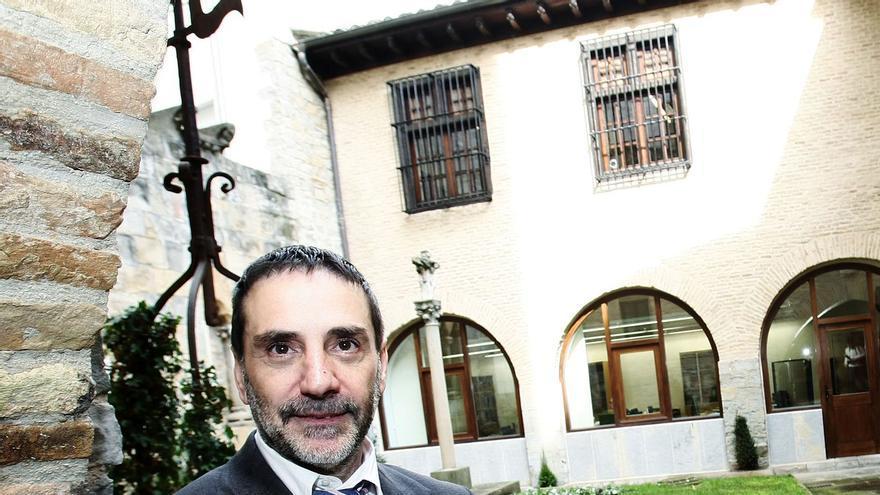 Heliodoro Robleda, Presidente de la Cámara de Comptos en el patio de la sede del tribunal fiscalizador.