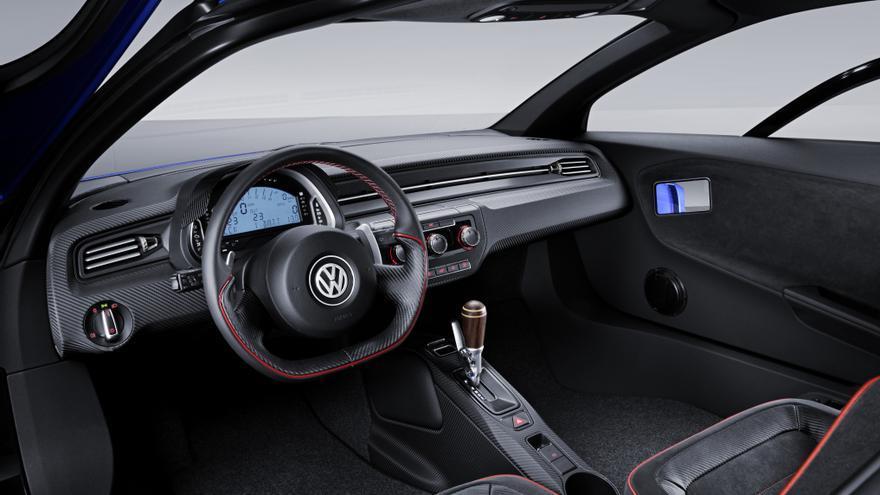 VW experimentó en el XL1 con pantallas en los extremos de las puertas, quizá el lugar más sensato.