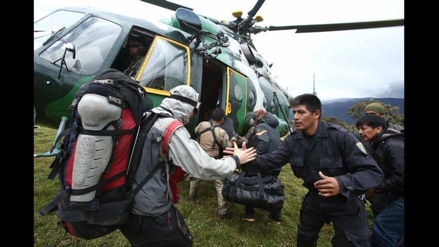 Llegada de varios especialistas que se suman a las tareas de rescate.