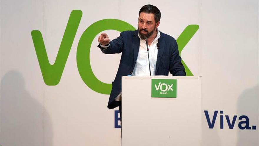 Resultado de imagen de 9 de cada 10 españoles están a favor de acabar con el Estado autonómico