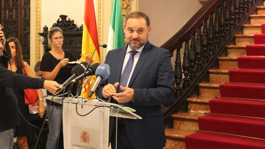 El ministro de Fomento José Luis Ábalos tras reunirse con la Mesa del Ferrocarril de Granada
