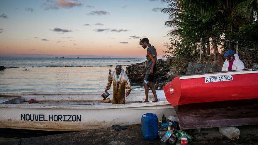 Japón ofrece ayuda a largo plazo a Mauricio para limpiar el vertido de crudo