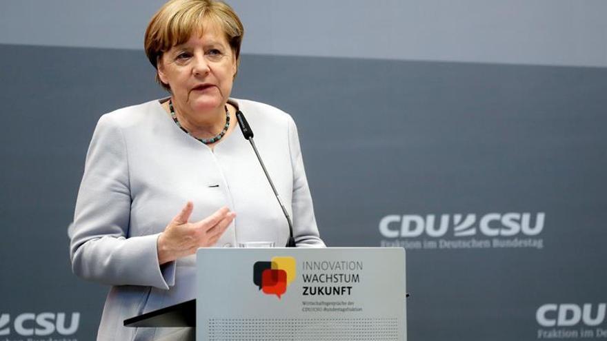 La CDU de Merkel quiere lograr el pleno empleo en Alemania en 2025
