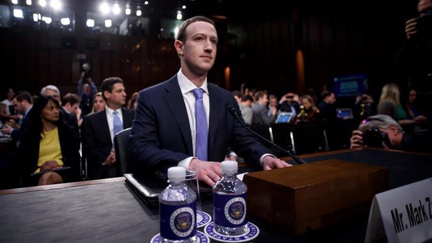 Zuckerberg asume la culpa del abuso de Cambridge Analytica ante el Senado de EE.UU.