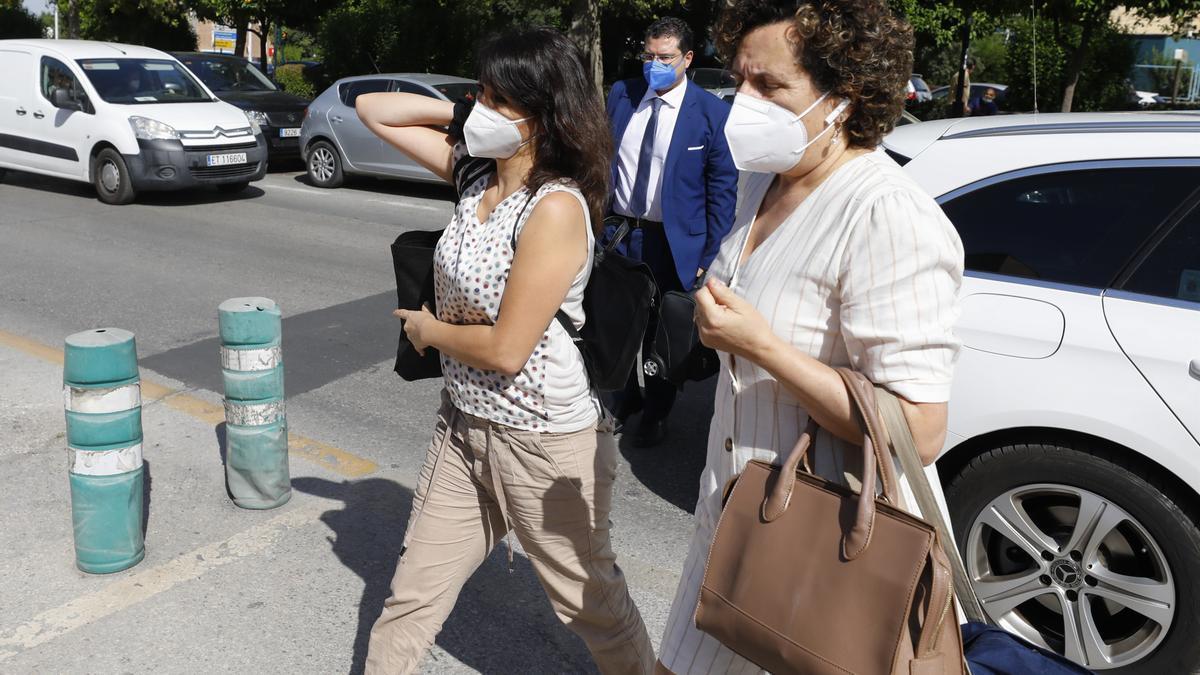 Juana Rivas acude al Centro de Inserción Social Matilde Cantos en Granada capital, acompañada de sus abogados