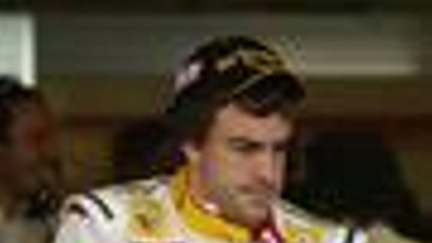 Alonso saldrá decimosexto, Hamilton logra la 'pole'