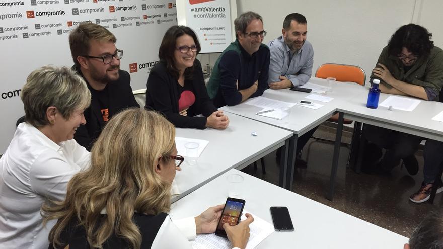 Mónica Oltra, en el centro, en la ejecutiva de Compromís.