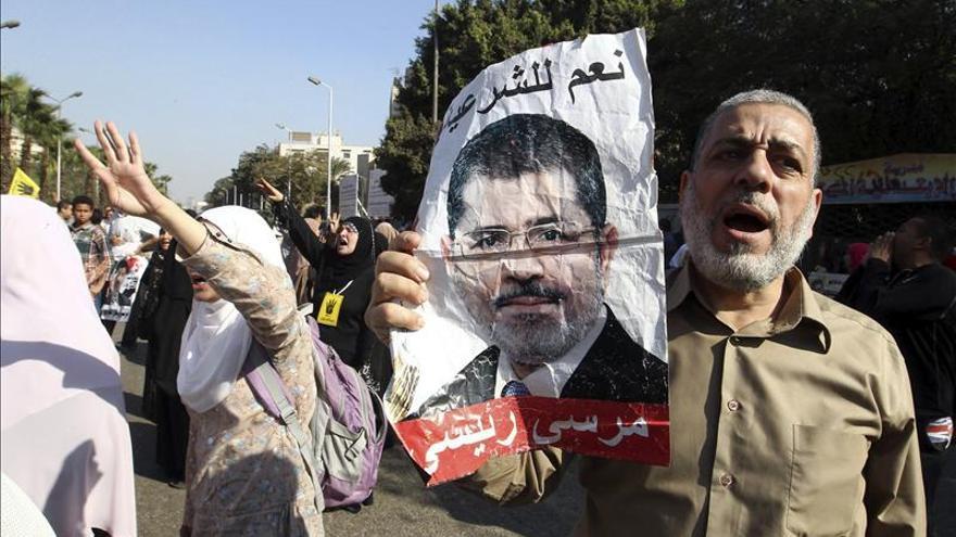 Mursi no ha llegado a su juicio porque el mal tiempo ha impidido el despegue de su helicóptero