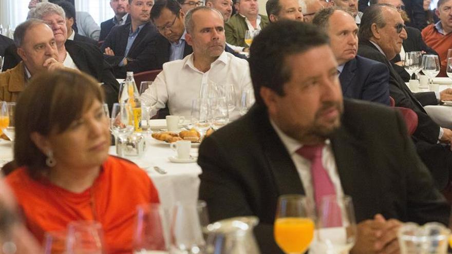 Carlos Fabra vuelve a dejarse ver en actos del PP tras acercarse a Vox
