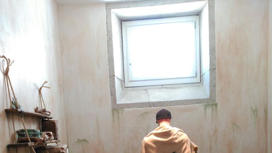 Recreación del hacinamiento de presos tras el golpe franquista en una de las celdas