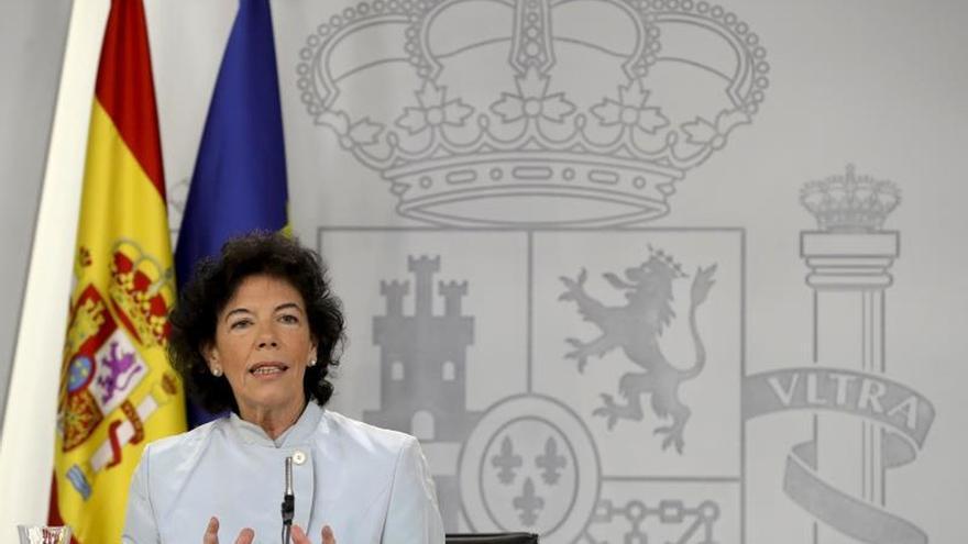 La portavoz del Ejecutivo, Isabel Celaá, durante la rueda de prensa posterior la reunión del Consejo de Ministros.