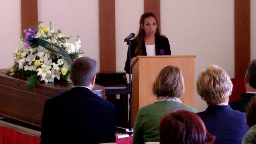 Una imagen de un funeral civil celebrado por Serena