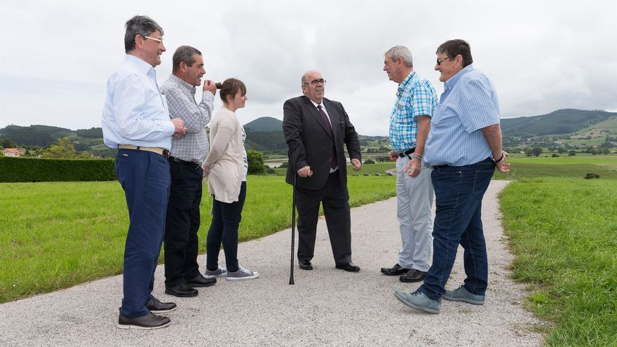 Medio Rural repara el acceso a la zona de pastos de la ría de Ajo