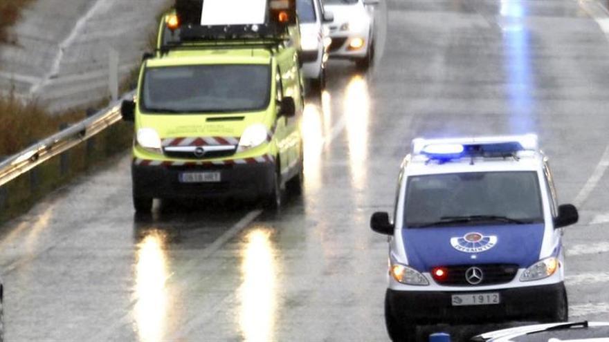 Fallecen dos personas en un choque frontal entre dos vehículos en Álava
