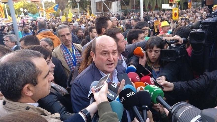 PNV se solidariza con procesados y encarcelados en Cataluña y pide reconocer la realidad nacional catalana y vasca