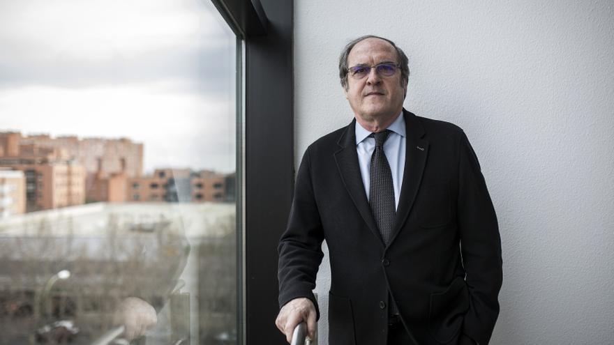 Ángel Gabilondo en el edificio de la Asamblea de Madrid. / Olmo Calvo