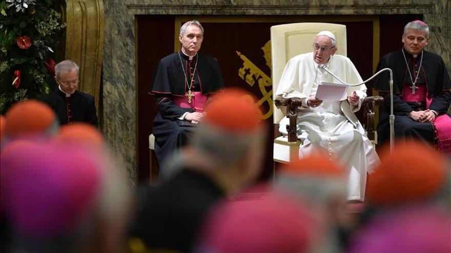 El Papa pide perdón por los escándalos en el Vaticano y cita las virtudes de la Curia