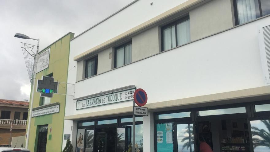 En la imagen, la farmacia de Todoque.