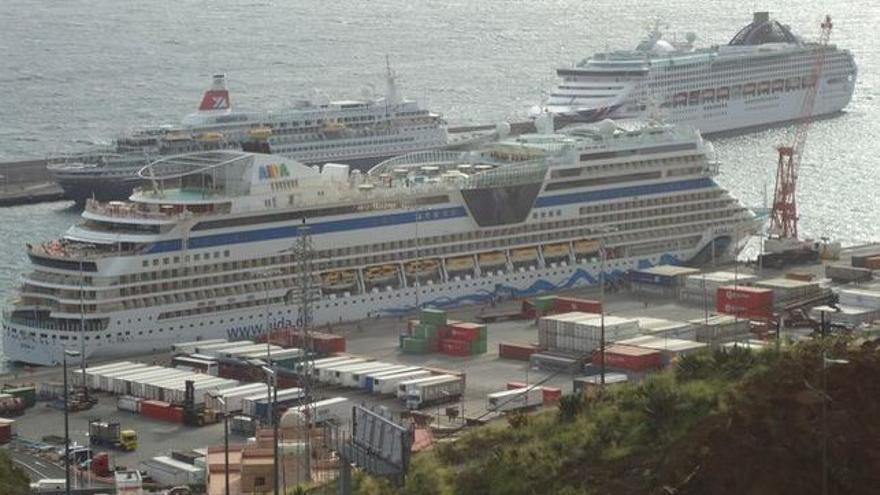Un total de 28 cruceros atracarán en noviembre en el puerto capitalino.