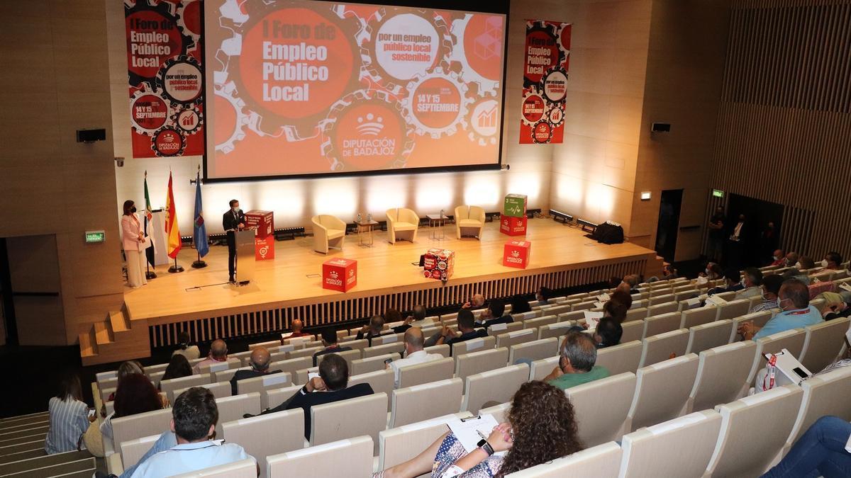 La Diputación de Badajoz ha celebrado el I Foro de Empleo Público Local