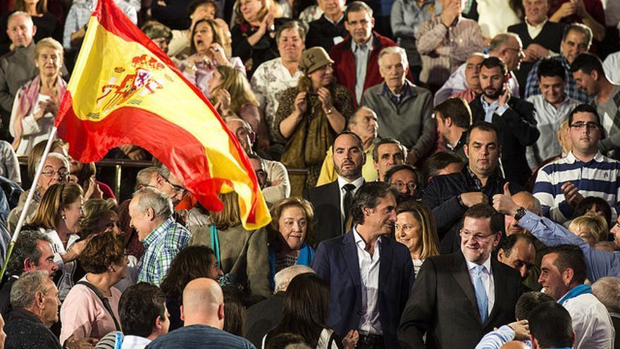 Rajoy a su llegada al mitin de Santander.   EFE