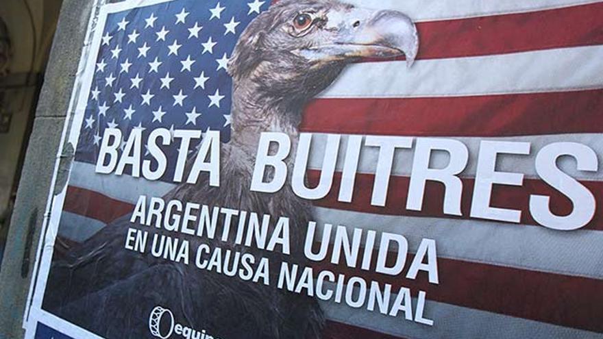 Cartel contra los 'fondos buitre' en una calle de la ciudad de Buenos Aires.