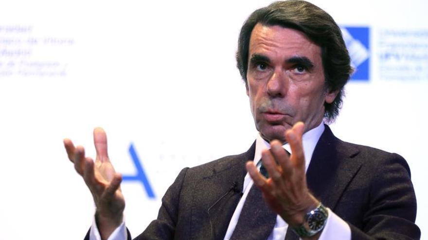 """Aznar avisa del riesgo de un Gobierno con la """"complacencia"""" de secesionistas"""