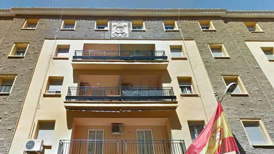 Fachada del cuartel de Benimaclet con el escudo franquista en la parte superior