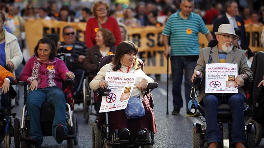 Los dependientes y discapacitados dicen no al copago y a los recortes