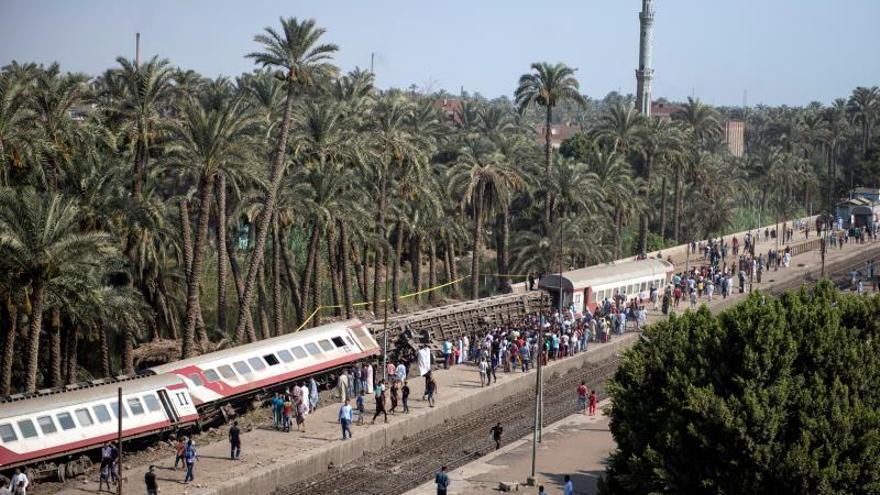 Al menos 55 heridos en el descarrilamiento parcial de un tren al sur de El Cairo