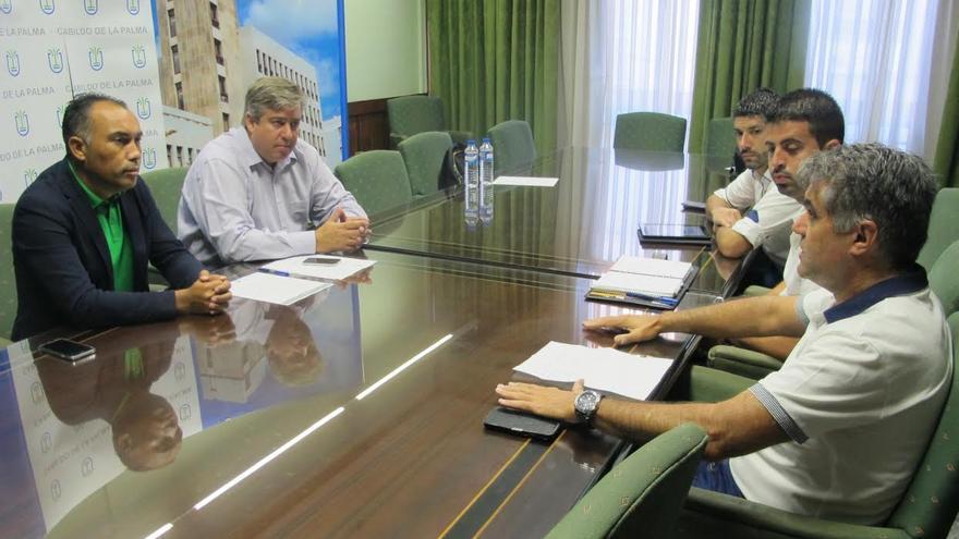 El consejero de Infraestructuras del Cabildo de La Palma, Jorge González, ha mantenido una reunión con el viceconsejero de Infraestructuras, Alexis González, y con el teniente de alcalde, Daniel Rodríguez, y el concejal de Urbanismo y Obras, Borja Perdomo, del Ayuntamiento de Breña Alta.