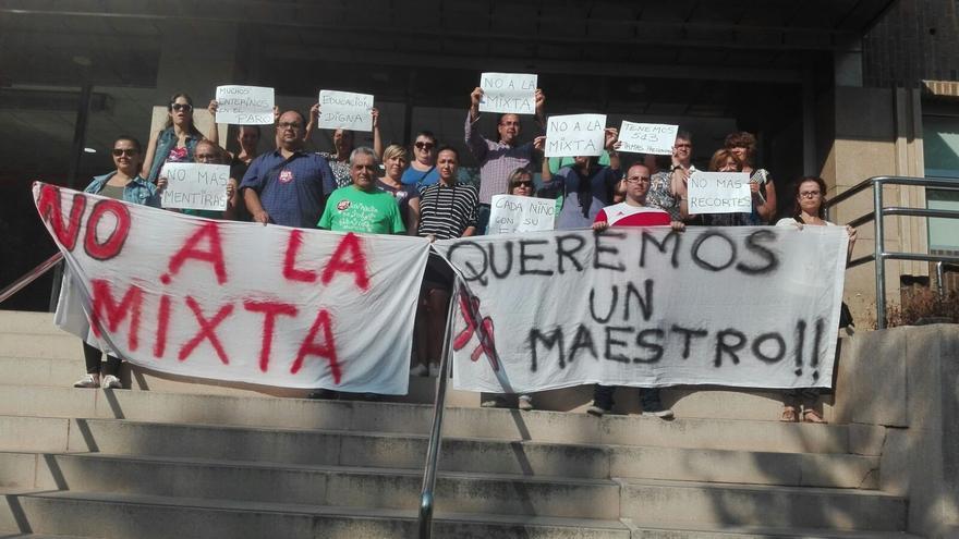 Manifestación contra la desatención de la Consejería de Educación en un colegio público en Lorca