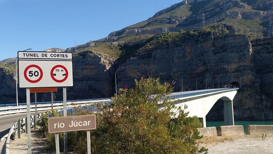 Imagen de la carretera y del túnel de Cortes de Pallás