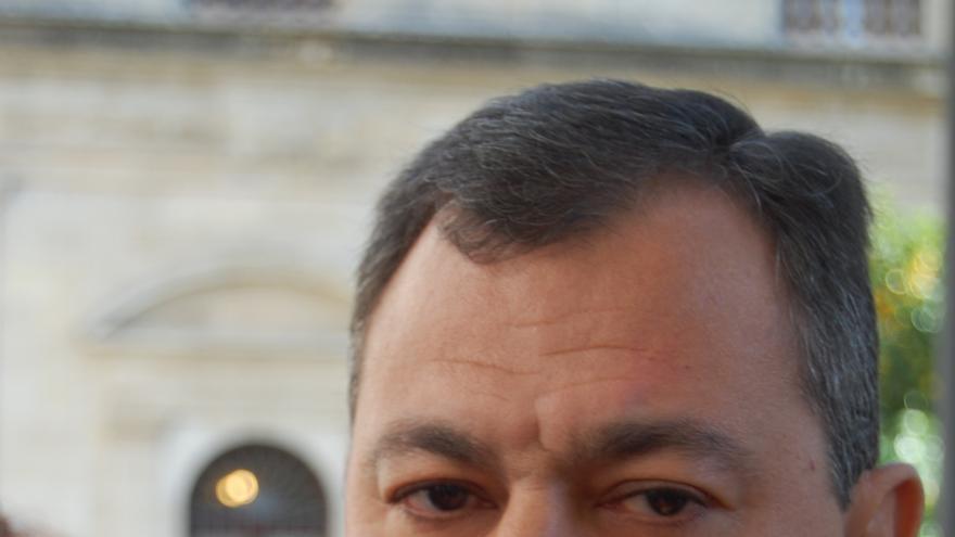 """Sanz: """"Estoy muy tranquilo de que después de 6 años en Tomares éste sea el único escándalo encontrado por PSOE"""""""