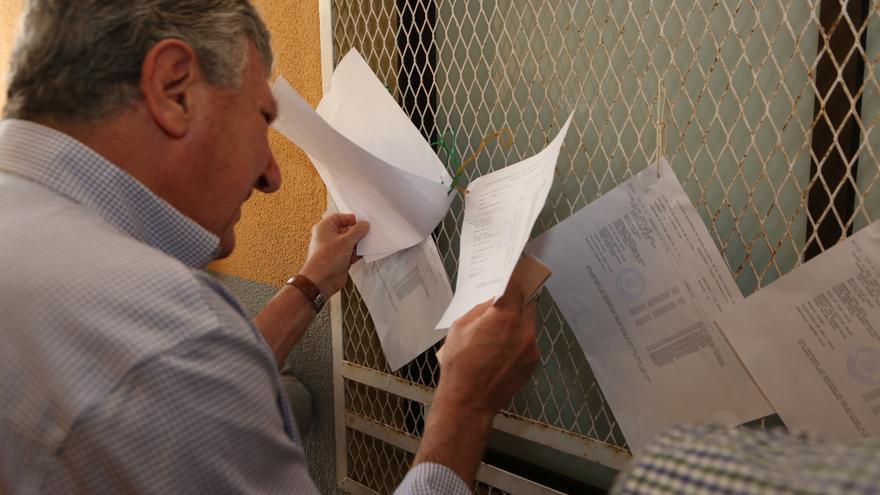 Pedro Quevedo (NC) acude a las urnas. (ALEJANDRO RAMOS)
