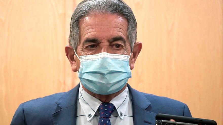 Revilla: hay que empezar a abrir España y convivir con el virus
