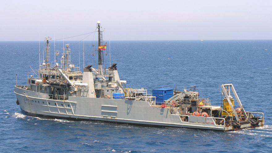 El buque 'Neptuno' de salvamento y rescate hace escala en la capital.