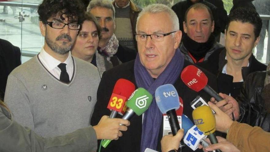 Cayo Lara reclama que ETA anuncie su disolución definitiva