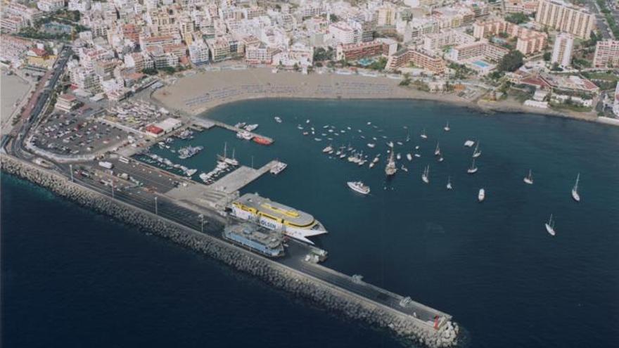 Puerto de Los Cristianos, en el sur de la isla