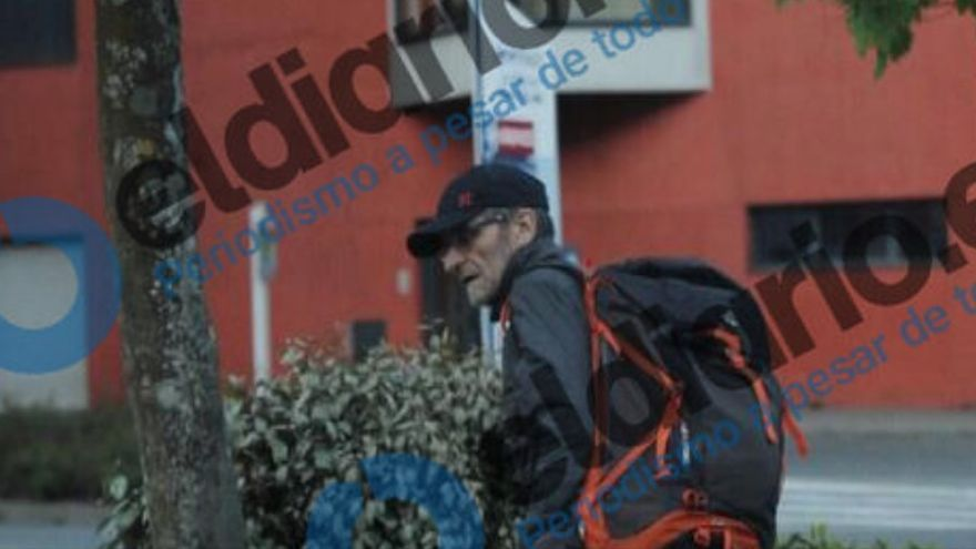 El ex jefe de ETA, Josu Ternera, momentos antes de ser detenido en el parking de un centro médico