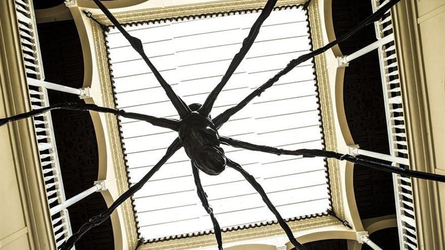 """Las arañas de Bourgeois toman vida en su biografía ilustrada, """"Nana de lana"""""""