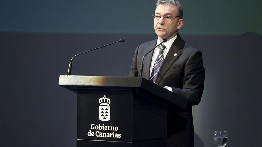 El presidente del Gobierno de Canarias, Paulino Rivero. (EFE/Ramón de la Rocha).